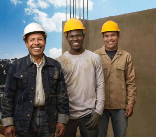 tres hombres con indumentaria fondo de construcción
