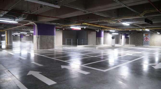 centro comercial Arkadia vista del estacionamiento fondo natural