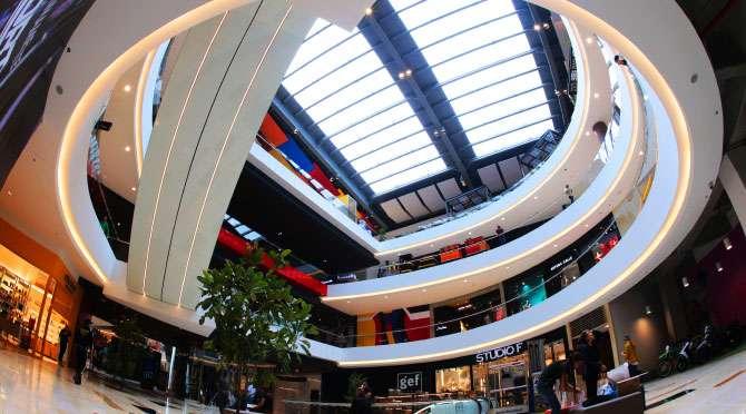 centro comercial Arkadia vista interna del centro desde abajo fono natural