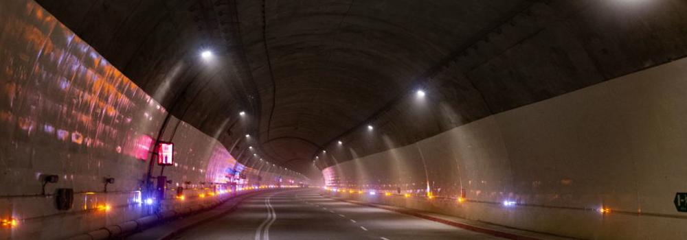 el Tunel de la Linea vista interior con luces