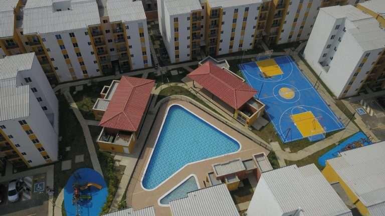 Ciudad del Valle vista desde arriba de la piscina junto a la zona de juegos