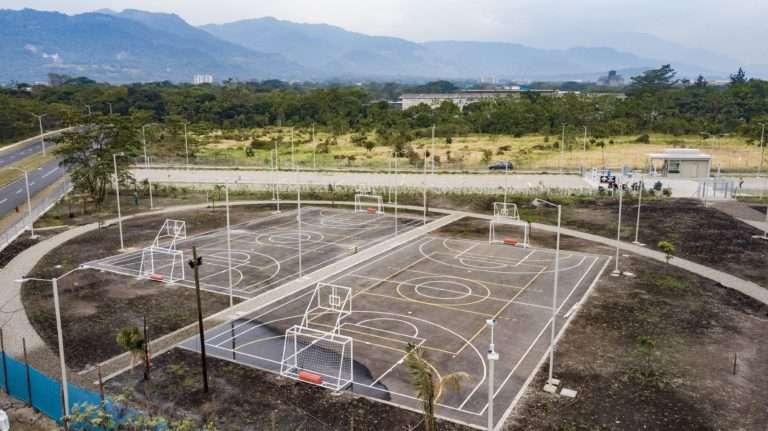 Uniminuto Villavicencio vista superior de la zona de deporte fondo natural