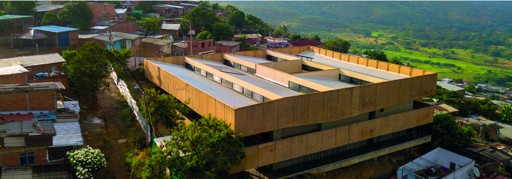 Institución educativa Gabriel García Márquez vista desde arriba fondo natural