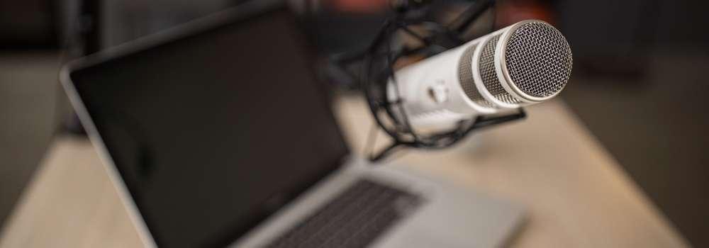 Banner Cinco podcast imperdibles para constructores y arquitectos